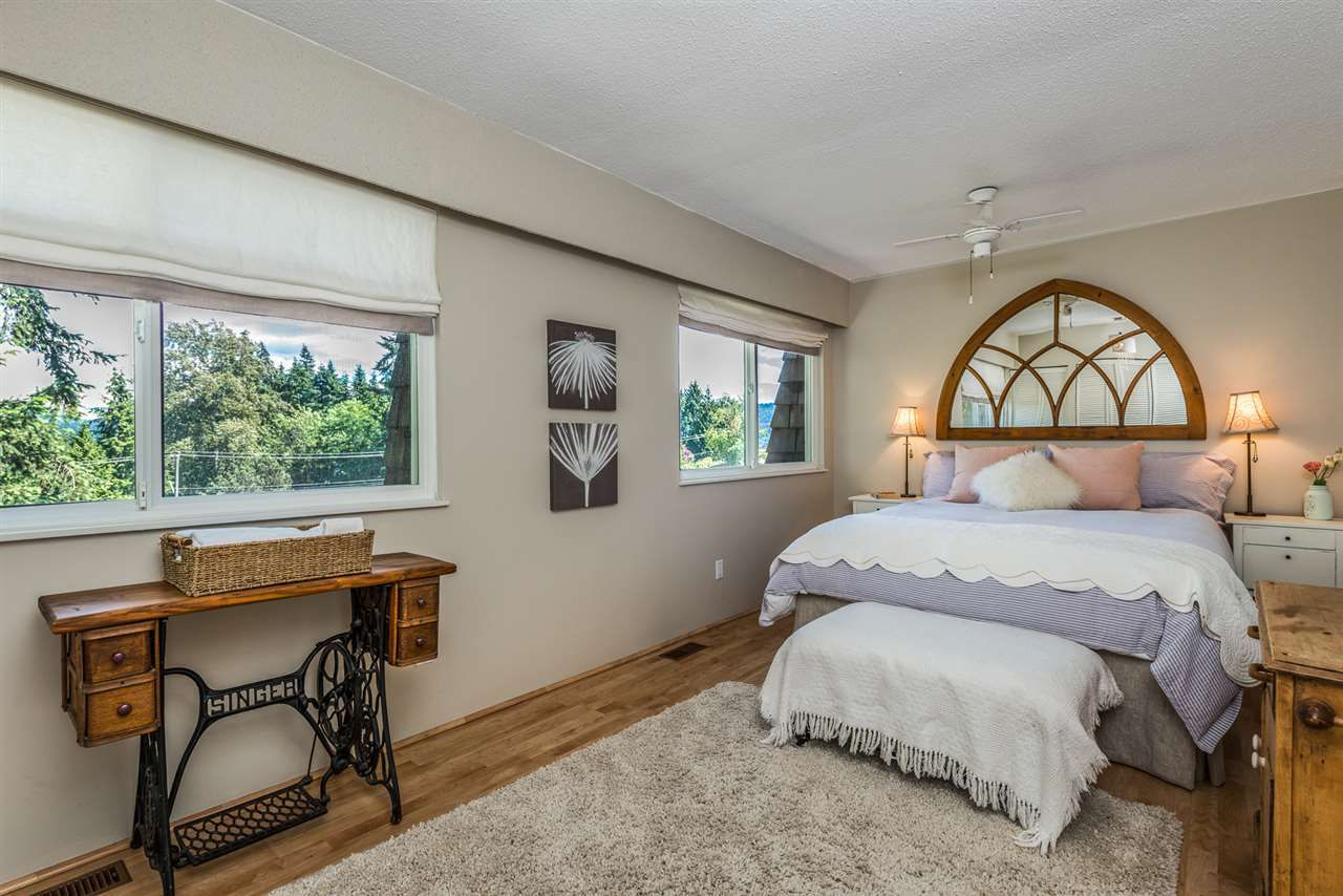 Photo 12: Photos: 1196 DEEP COVE Road in North Vancouver: Deep Cove Townhouse for sale : MLS®# R2279421