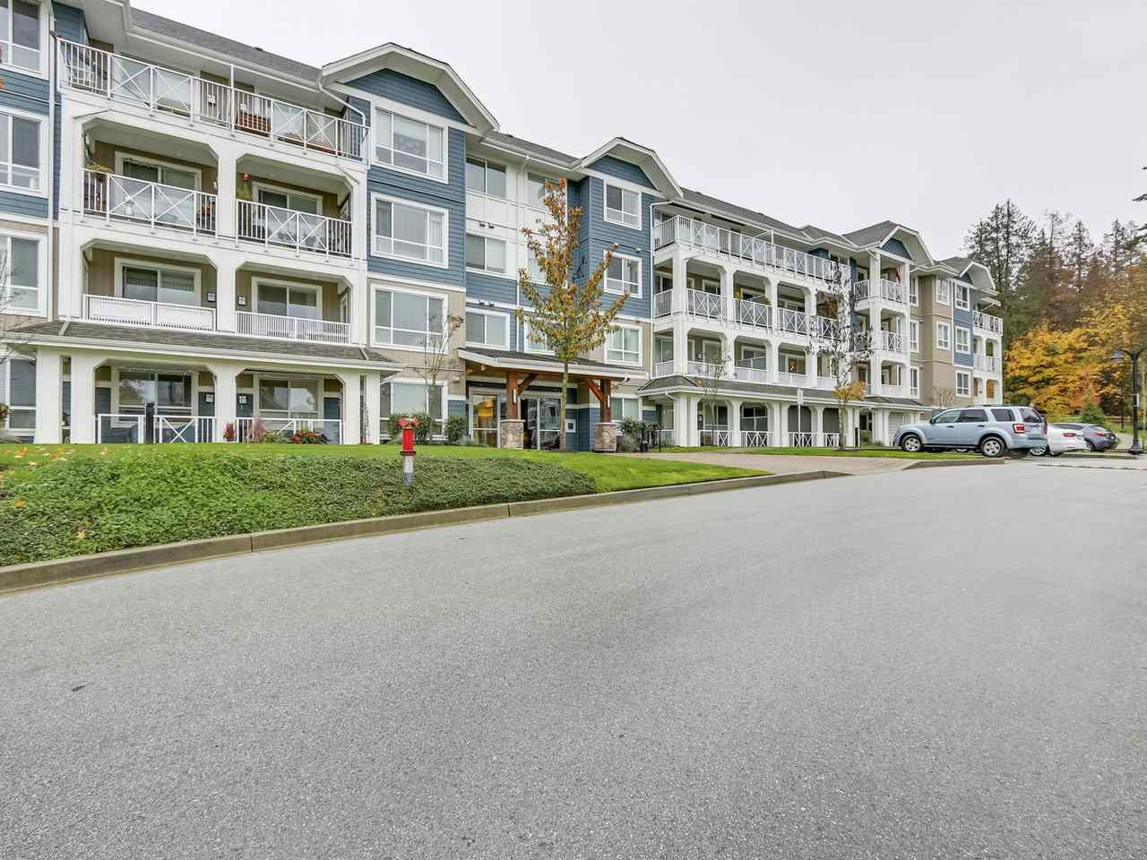 """Main Photo: 107 16396 64 Avenue in Surrey: Cloverdale BC Condo for sale in """"The Ridge at Bose Farm"""" (Cloverdale)  : MLS®# R2320209"""