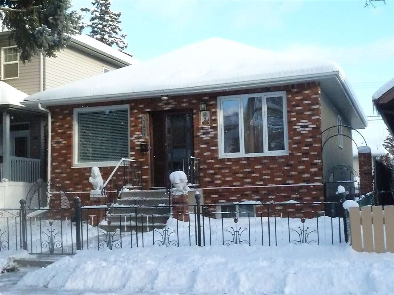 Main Photo: 11231 95A Street in Edmonton: Zone 05 House for sale : MLS®# E4137915