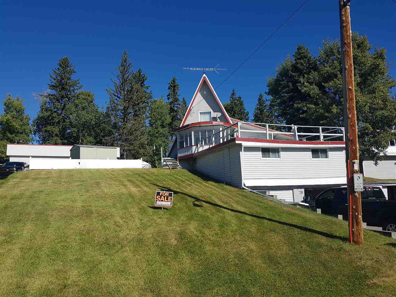 Main Photo: 70 LAKEVIEW Avenue: Rural Lac Ste. Anne County House for sale : MLS®# E4139833