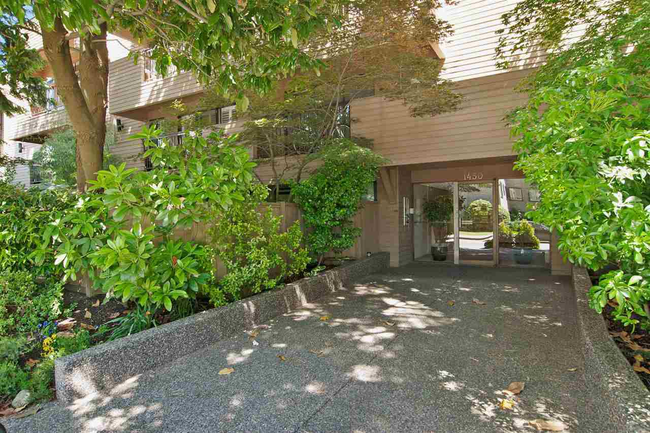 "Main Photo: 208 1450 LABURNUM Street in Vancouver: Kitsilano Condo for sale in ""Kitsilano Point"" (Vancouver West)  : MLS®# R2338337"