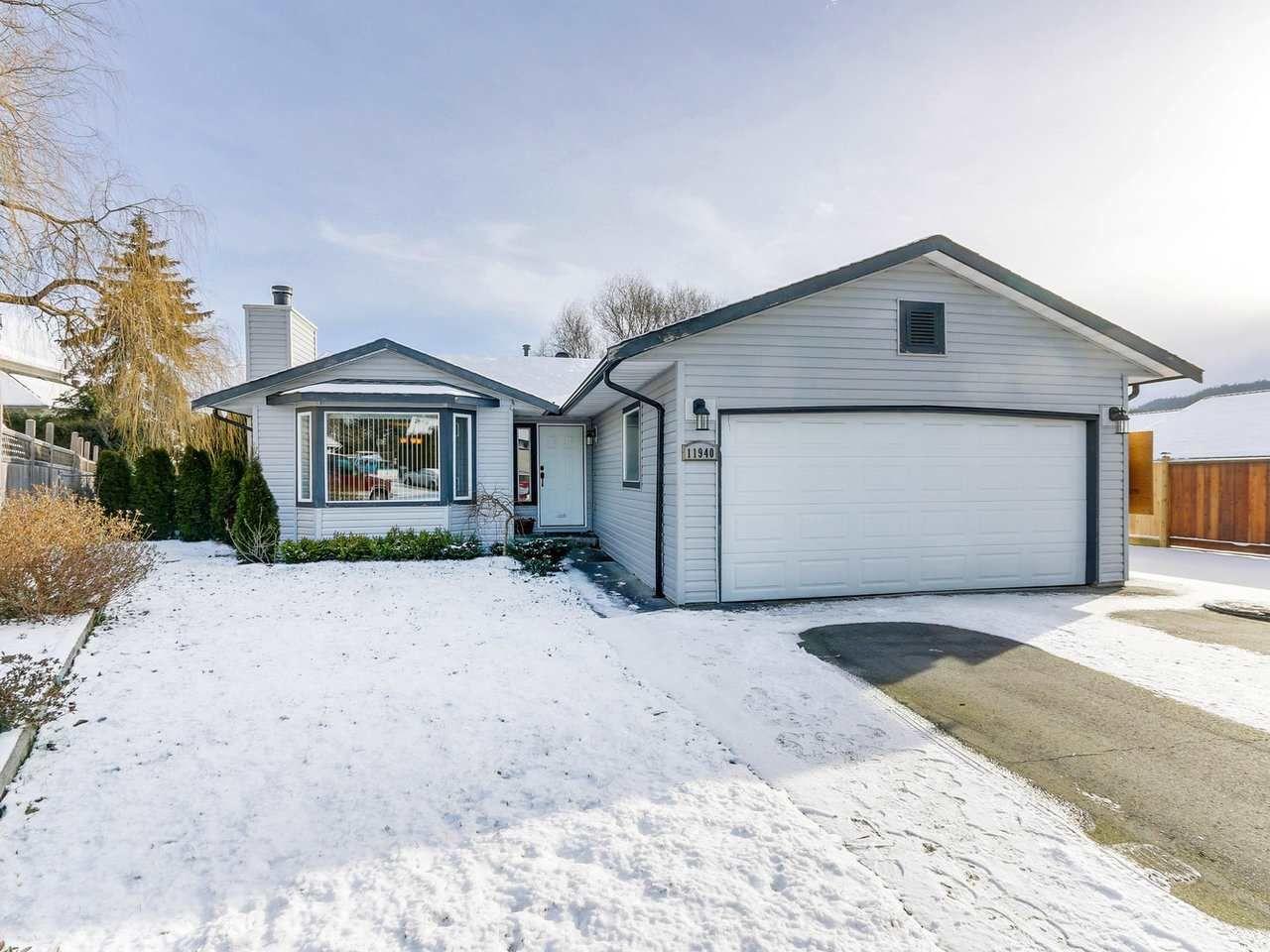 Main Photo: 11940 249 Street in Maple Ridge: Websters Corners House for sale : MLS®# R2338978