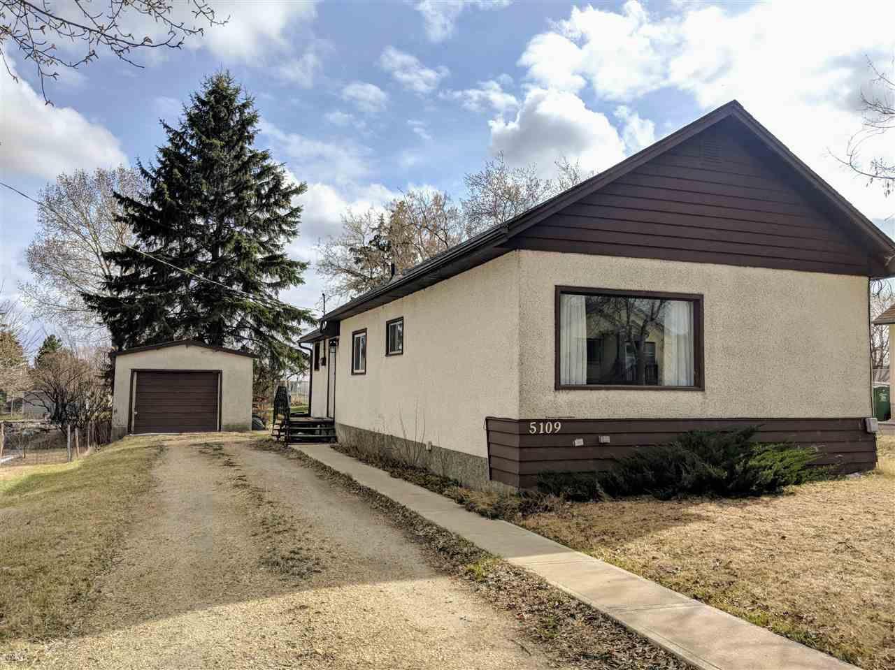 Main Photo: 5109 50 Avenue: Legal House for sale : MLS®# E4154480