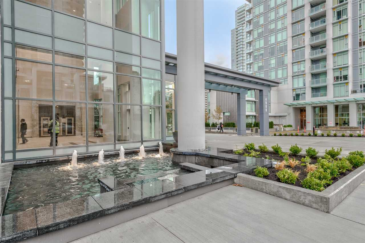 "Main Photo: 902 4900 LENNOX Lane in Burnaby: Metrotown Condo for sale in ""THE PARK"" (Burnaby South)  : MLS®# R2223206"