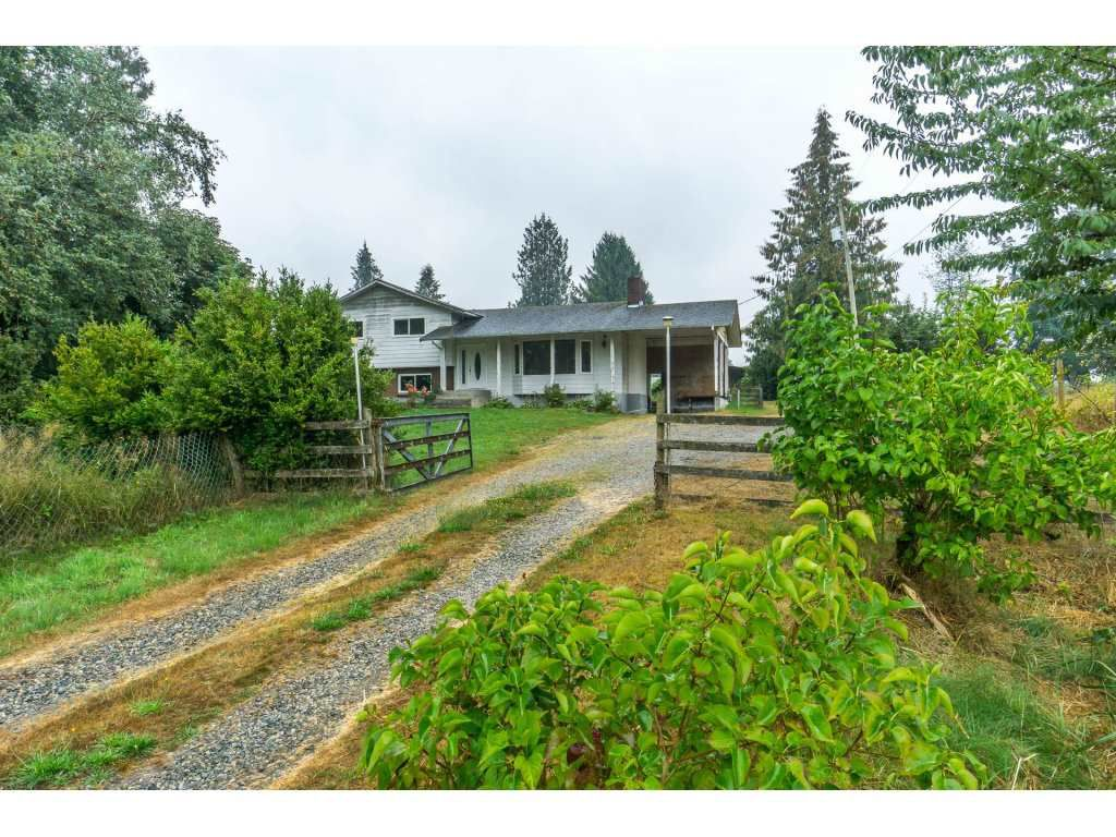 Main Photo: 27456 43 Avenue in Langley: Salmon River House for sale : MLS®# R2298004