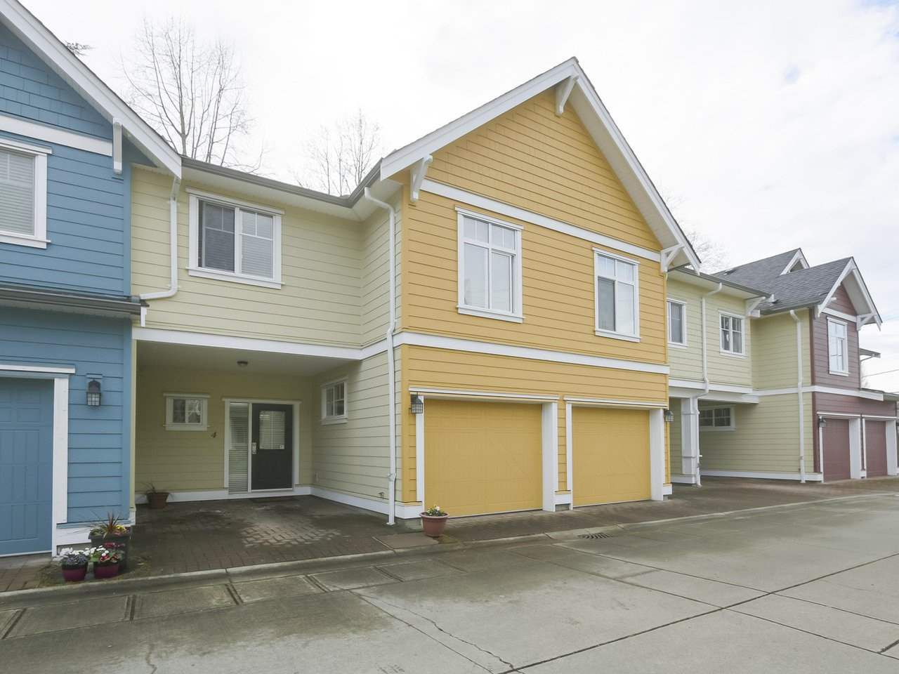 "Main Photo: 4 4910 CENTRAL Avenue in Delta: Hawthorne Townhouse for sale in ""CENTRAL PARK"" (Ladner)  : MLS®# R2355391"