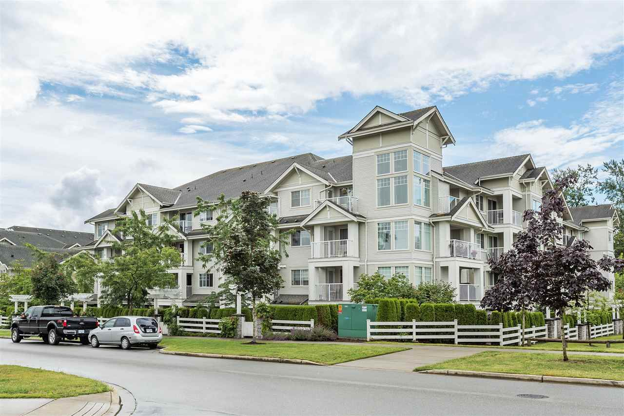 "Main Photo: 101 19320 65 Avenue in Surrey: Clayton Condo for sale in ""ESPRIT At Southlands"" (Cloverdale)  : MLS®# R2366325"