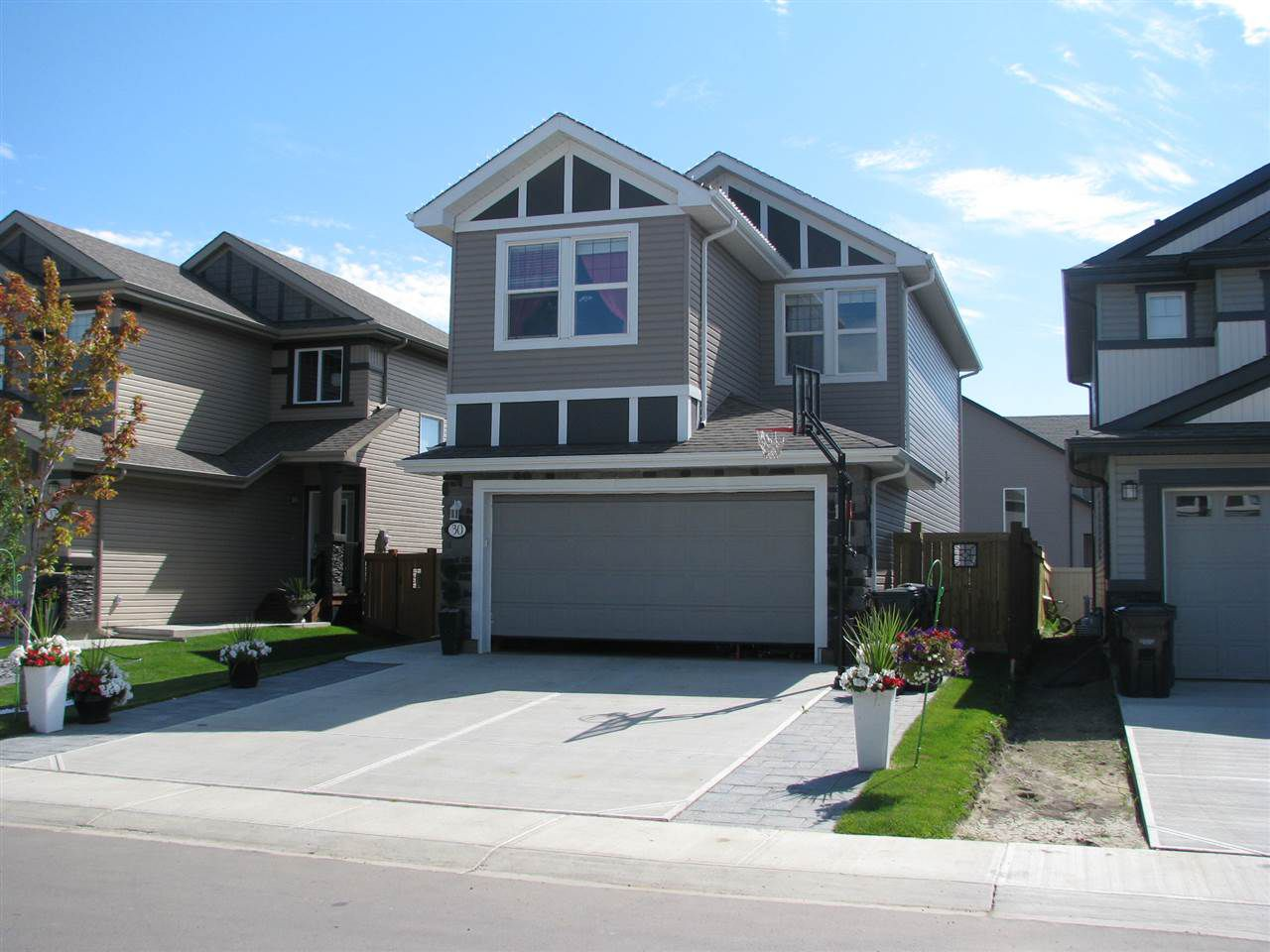Main Photo: 30 MEADOWLAND Way: Spruce Grove House for sale : MLS®# E4156528