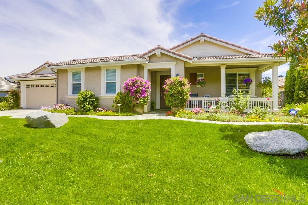 Main Photo: NORTH ESCONDIDO House for sale : 5 bedrooms : 10427 Pinion Trail in Escondido