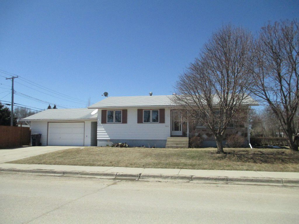 Main Photo: 1417 Bond Avenue in Dauphin: Barker School Residential for sale (R30)