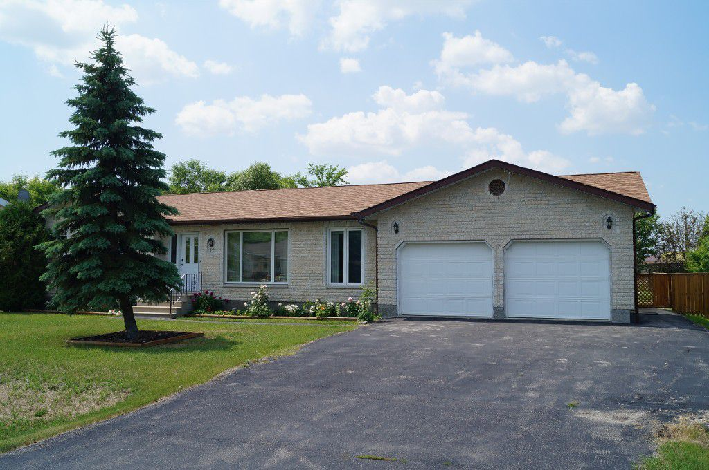 Main Photo: 12 Poplar Drive: Oakbank Single Family Detached for sale (RM Springfield)  : MLS®# 1314127
