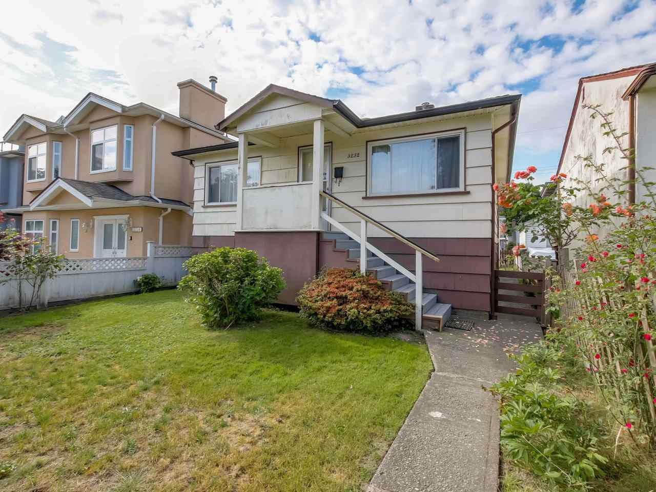 Main Photo: 3232 NAPIER Street in Vancouver: Renfrew VE House for sale (Vancouver East)  : MLS®# R2072671