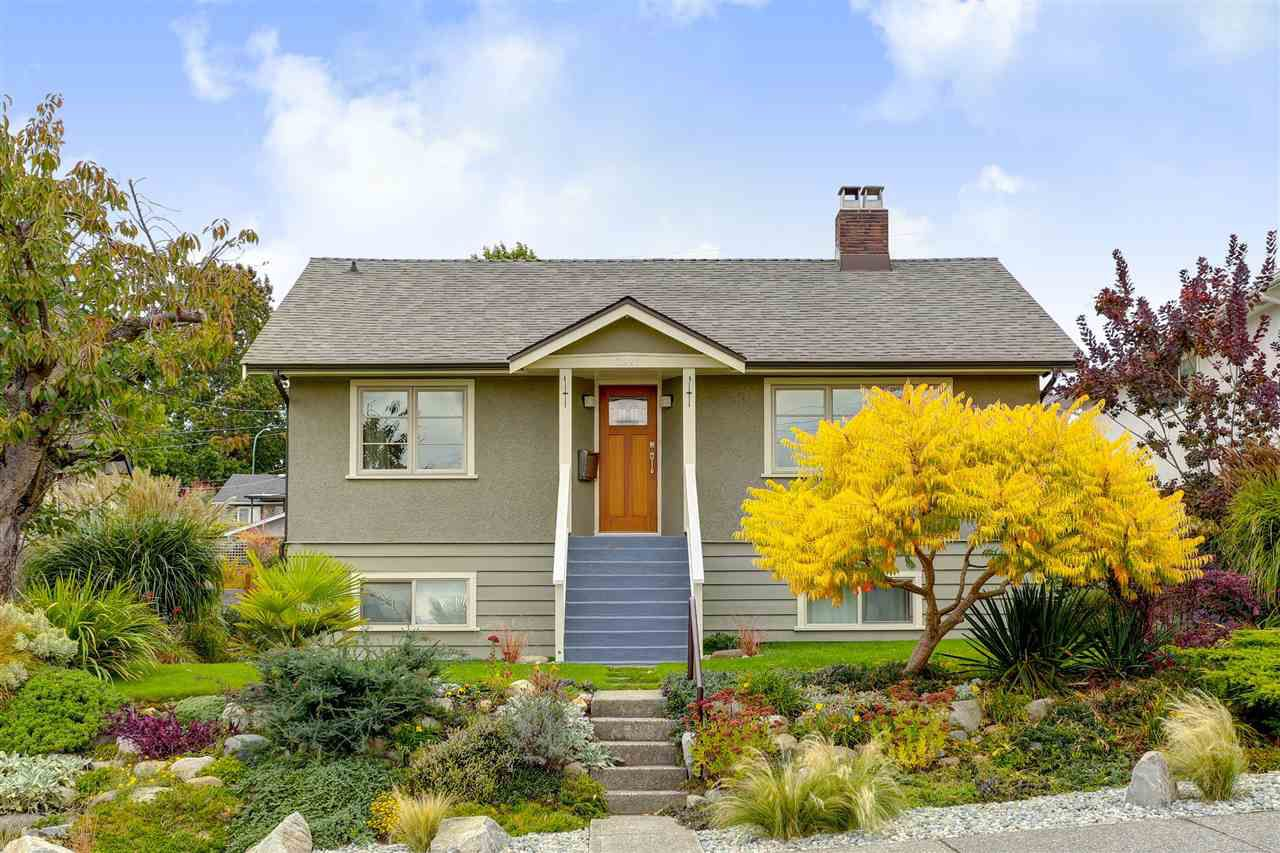 "Main Photo: 3921 NAPIER Street in Burnaby: Willingdon Heights House for sale in ""WILLINGDON HEIGHTS"" (Burnaby North)  : MLS®# R2116054"