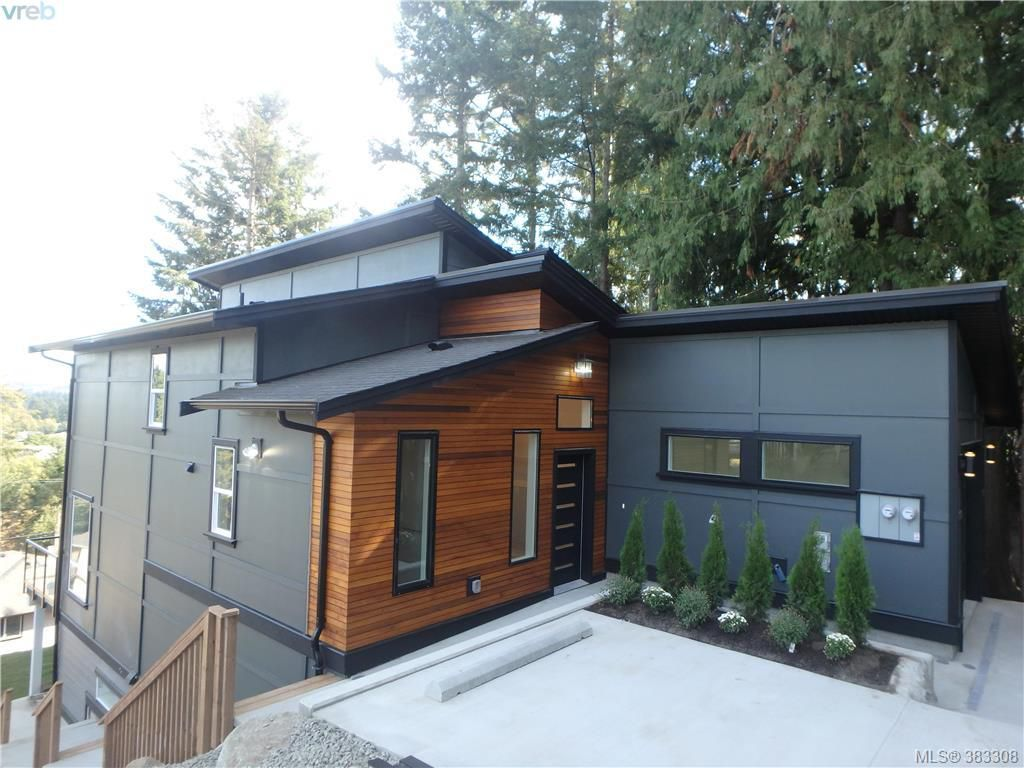 Main Photo: 780 Braveheart Lane in VICTORIA: Co Triangle Single Family Detached for sale (Colwood)  : MLS®# 383308