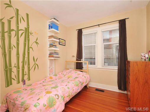Main Photo: 1044 Queens Avenue in VICTORIA: Vi Central Park Residential for sale (Victoria)  : MLS®# 347327