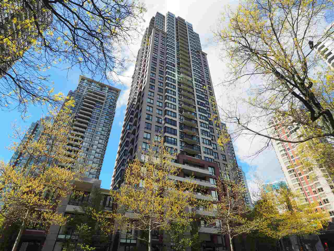 """Main Photo: 2608 909 MAINLAND Street in Vancouver: Yaletown Condo for sale in """"Yaletown Park 2"""" (Vancouver West)  : MLS®# R2365237"""