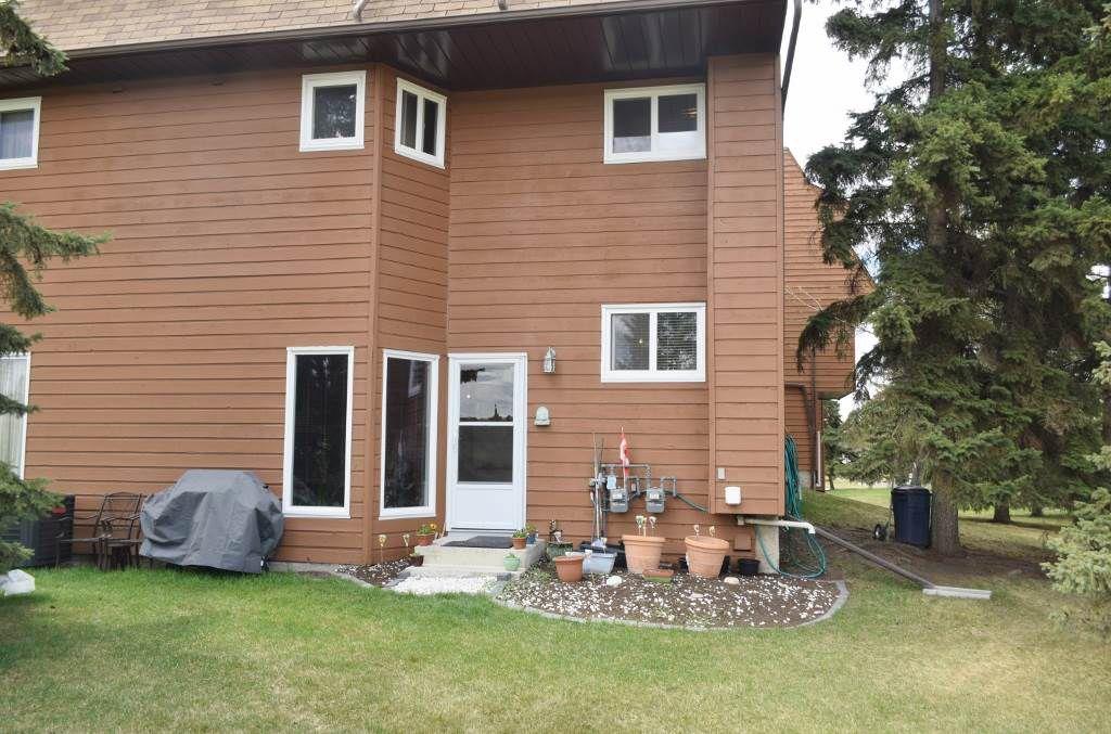 Main Photo: 5961 40 Avenue in Edmonton: Zone 29 Townhouse for sale : MLS®# E4156855