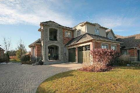 Main Photo: 104 24 Bonnell Crest in Aurora: Aurora Estates Condo for sale : MLS®# N2886079