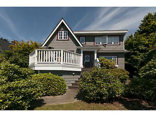 Main Photo: 354 TEMPE Crescent in NORTH VANC: Upper Lonsdale House for sale (North Vancouver)  : MLS®# V1134623