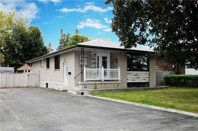 Main Photo: 30 W Taunton Road in Oshawa: Centennial House (Bungalow) for sale : MLS®# E3334468