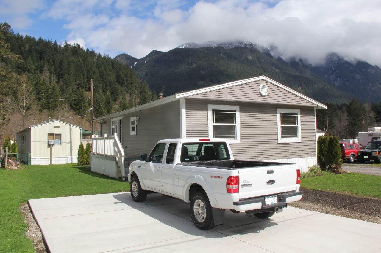 Main Photo: 60 65367 KAWKAWA LAKE Road in Hope: Hope Kawkawa Lake Manufactured Home for sale : MLS®# R2155774