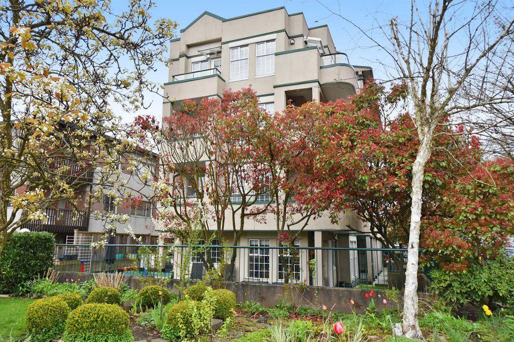 "Main Photo: 301 2091 VINE Street in Vancouver: Kitsilano Condo for sale in ""VINE GARDEN"" (Vancouver West)  : MLS®# R2158188"
