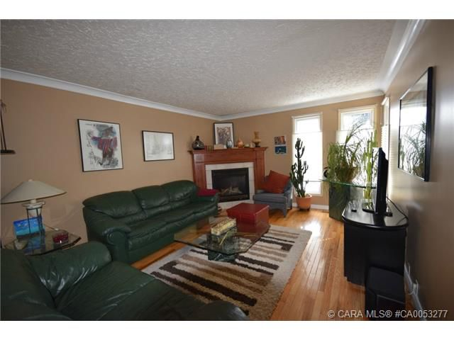 Main Photo: 28 HALIBURTON Crescent in Red Deer: RR Highland Green Residential for sale : MLS®# CA0053277