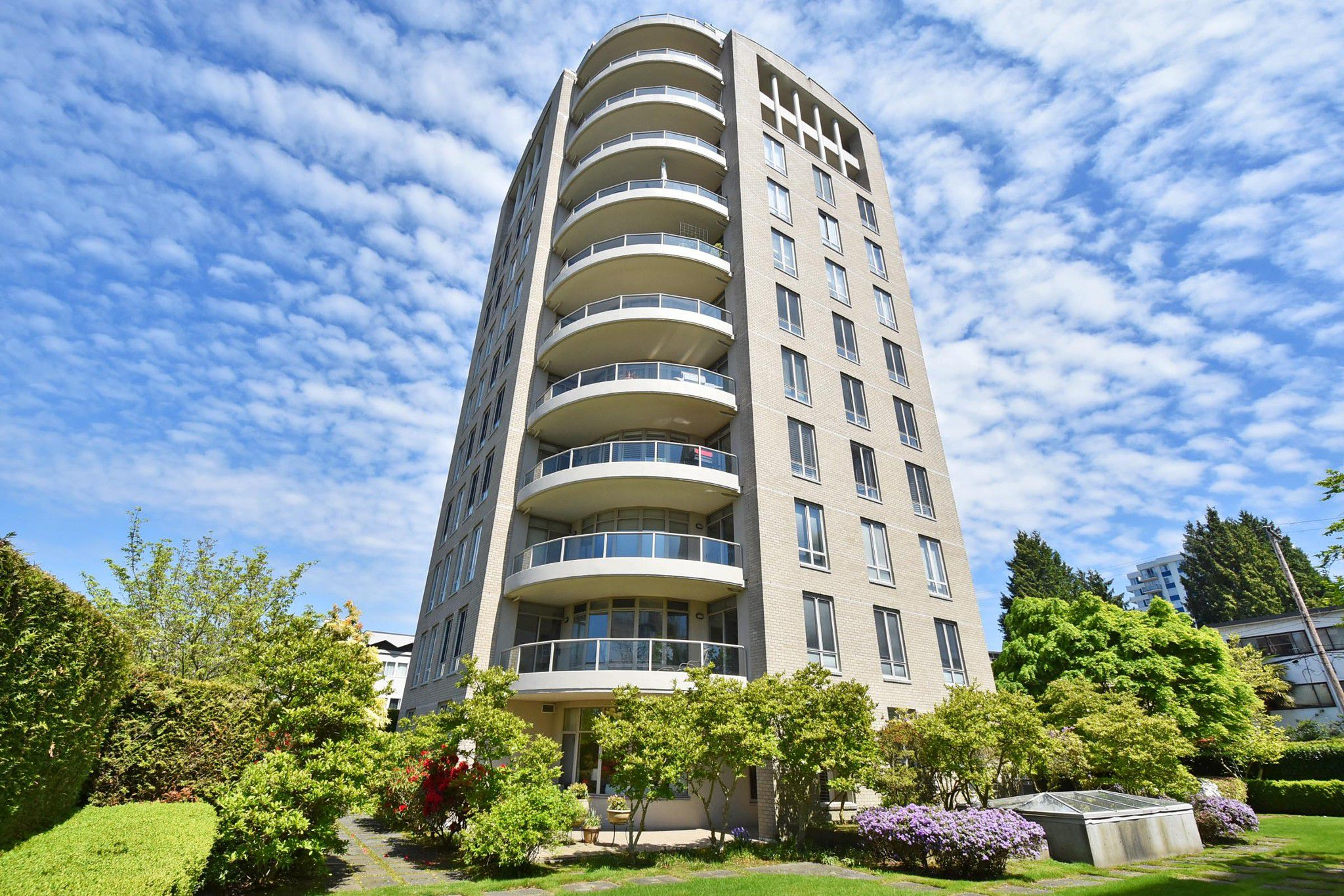 """Main Photo: 202 5850 BALSAM Street in Vancouver: Kerrisdale Condo for sale in """"CLARIDGE"""" (Vancouver West)  : MLS®# R2265512"""