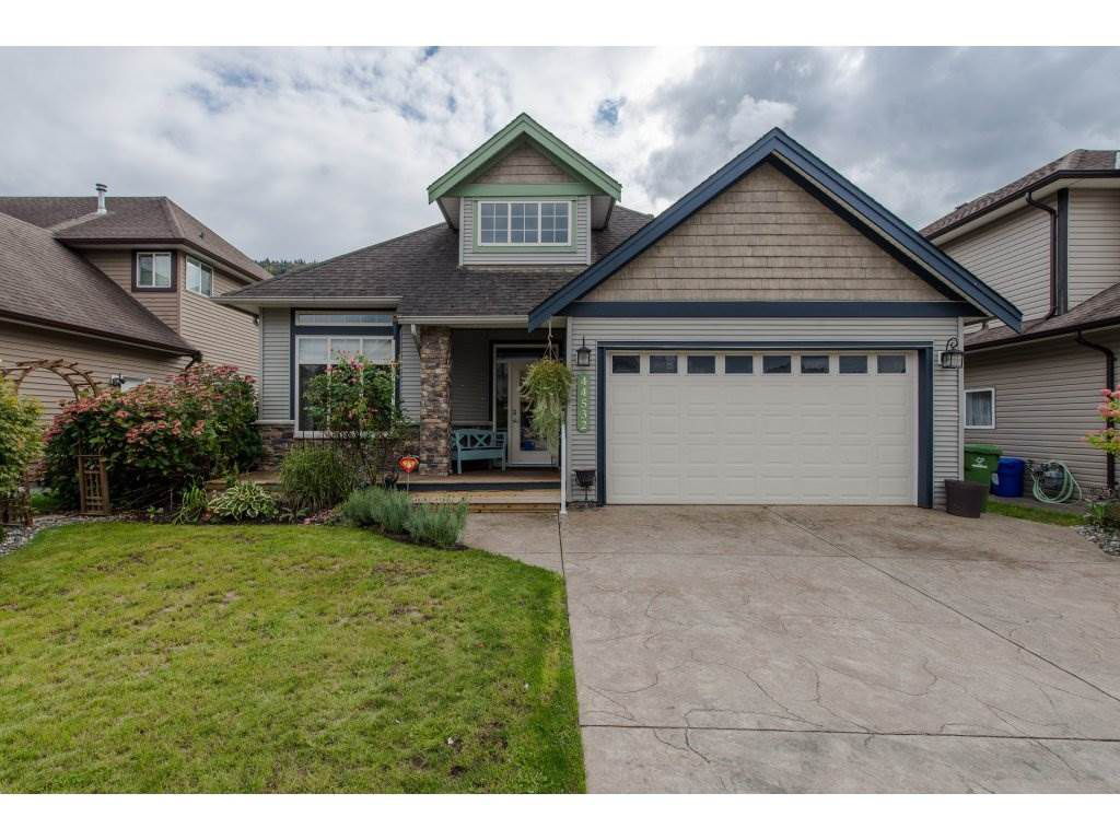 Main Photo: 44532 BAYSHORE Avenue in Sardis: Vedder S Watson-Promontory House for sale : MLS®# R2308782