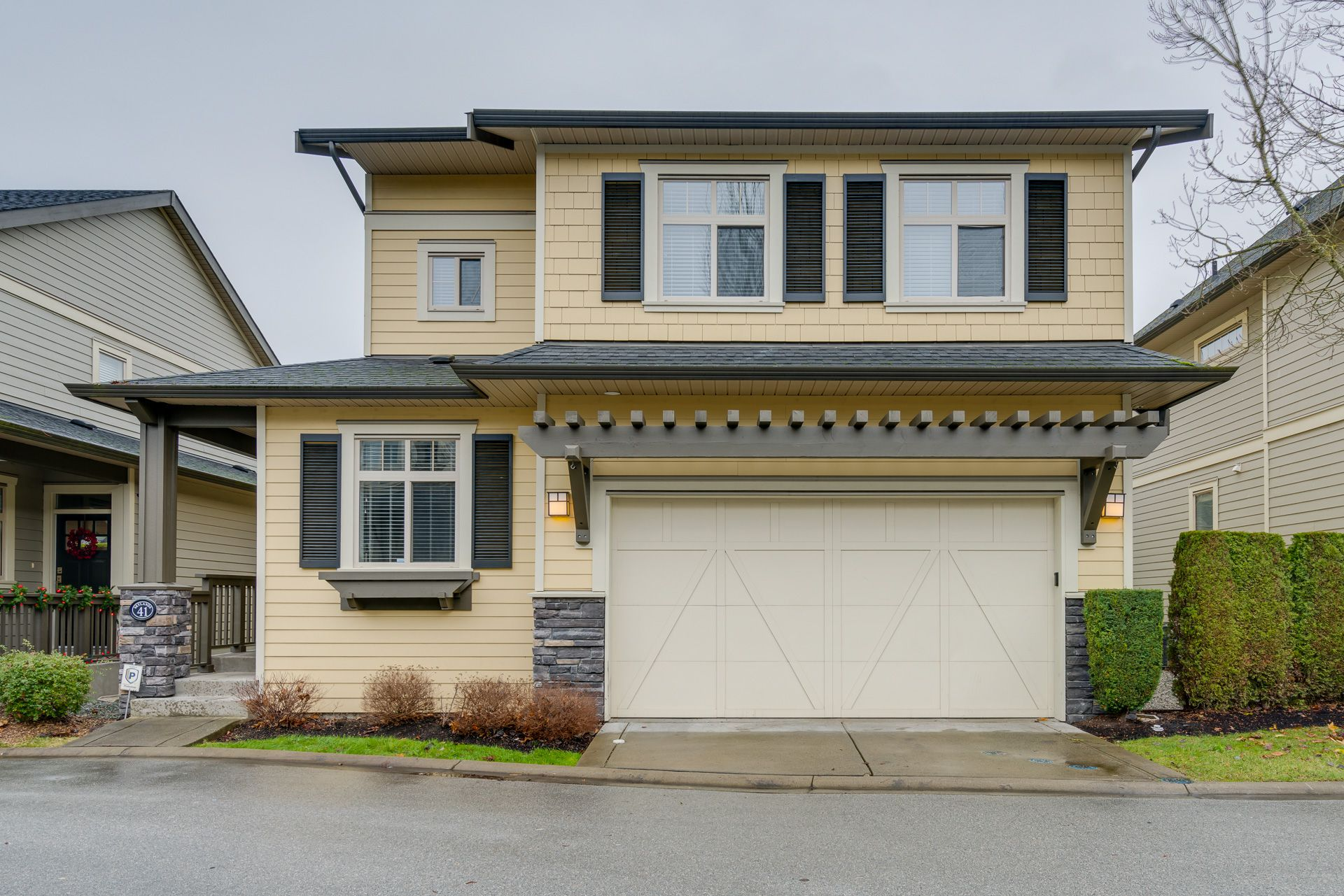 """Main Photo: 41 15885 26 Avenue in Surrey: Grandview Surrey Townhouse for sale in """"SKYLANDS"""" (South Surrey White Rock)  : MLS®# R2327870"""