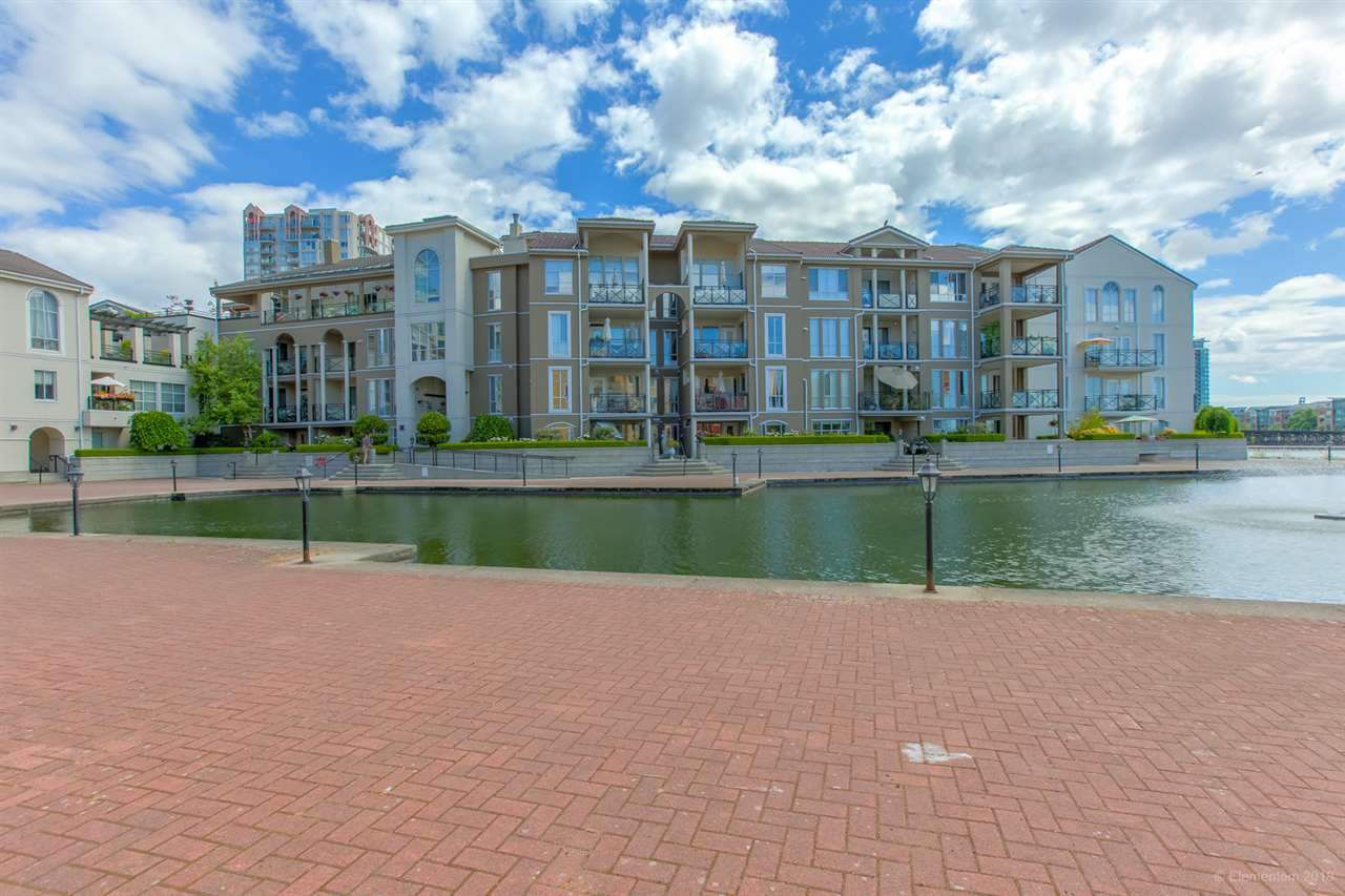 "Main Photo: 105 2 RENAISSANCE Square in New Westminster: Quay Condo for sale in ""THE LIDO"" : MLS®# R2338494"