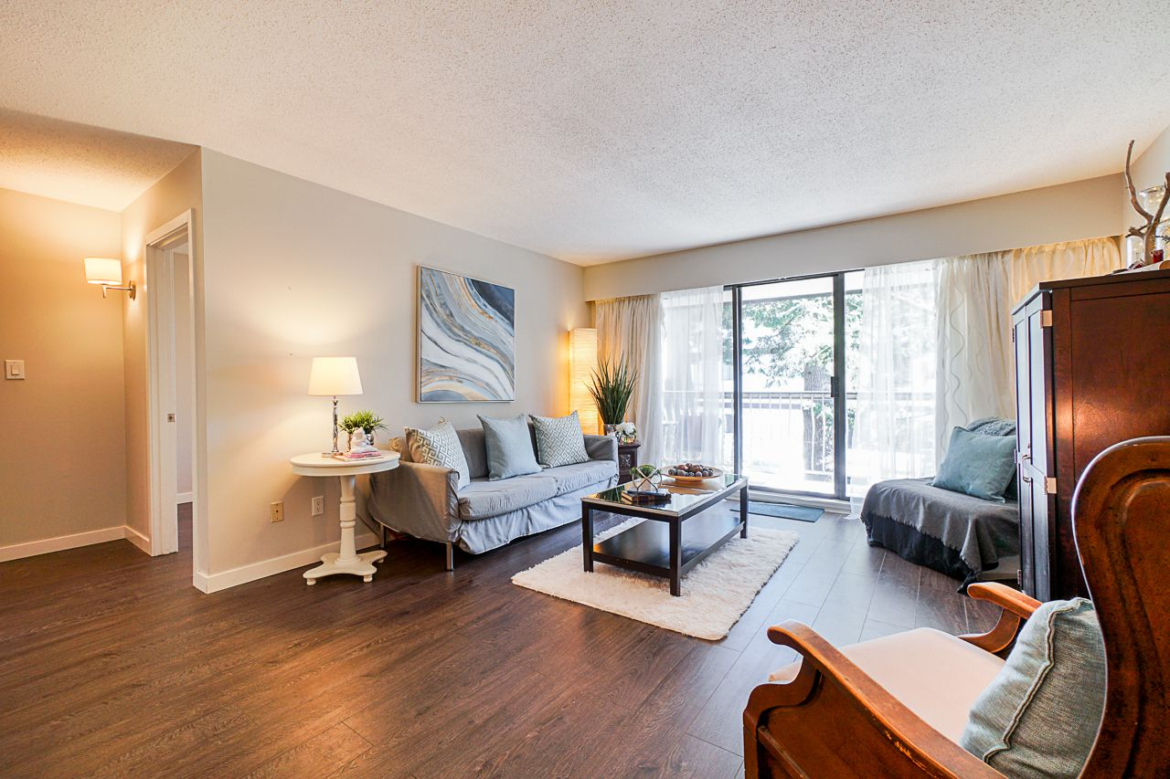 """Main Photo: 202 1330 MARTIN Street: White Rock Condo for sale in """"The Coach House"""" (South Surrey White Rock)  : MLS®# R2349027"""