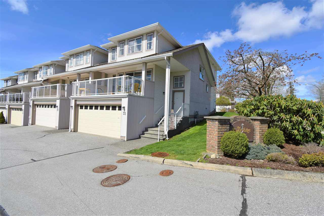 """Main Photo: 32 22751 HANEY Bypass in Maple Ridge: East Central Townhouse for sale in """"Rivers Edge"""" : MLS®# R2355597"""