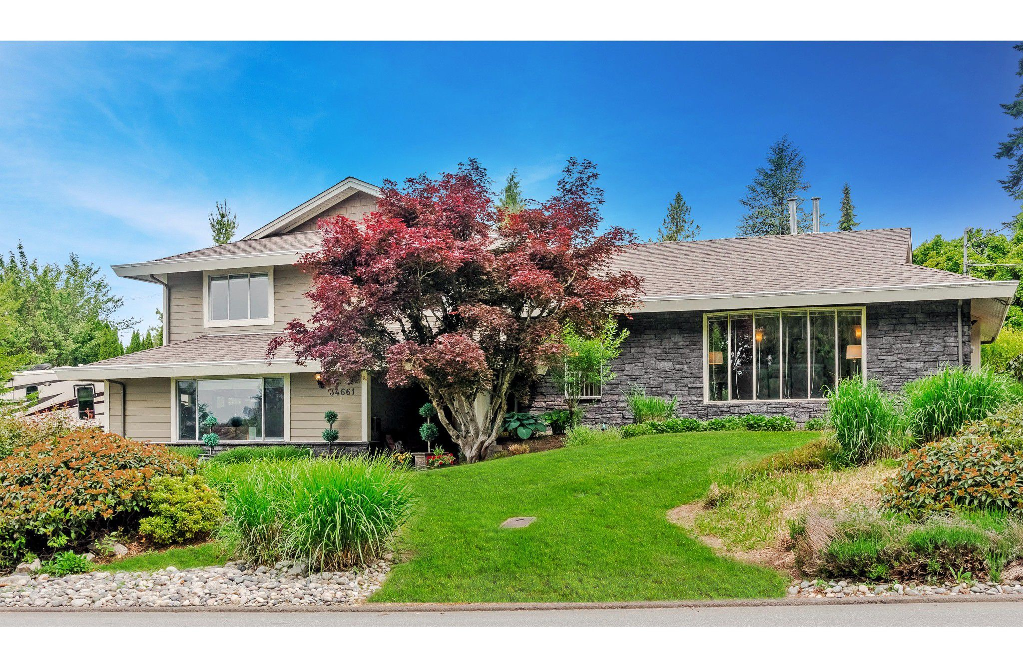 """Main Photo: 34661 WALKER Crescent in Abbotsford: Abbotsford East House for sale in """"Skyline"""" : MLS®# R2369860"""