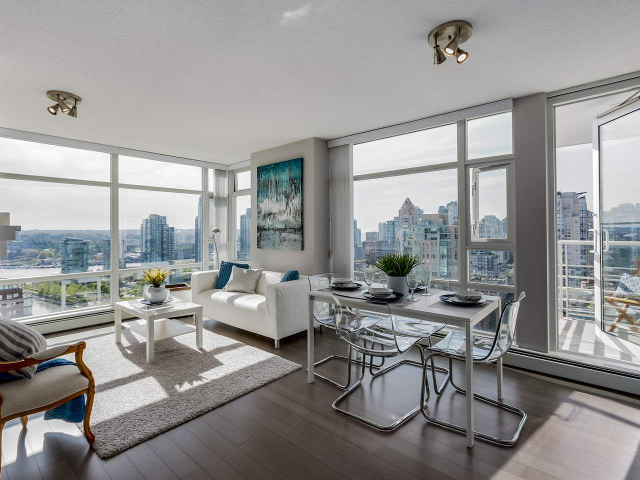 """Main Photo: 2906 1199 MARINASIDE Crescent in Vancouver: Yaletown Condo for sale in """"Aquarius One"""" (Vancouver West)  : MLS®# R2061056"""