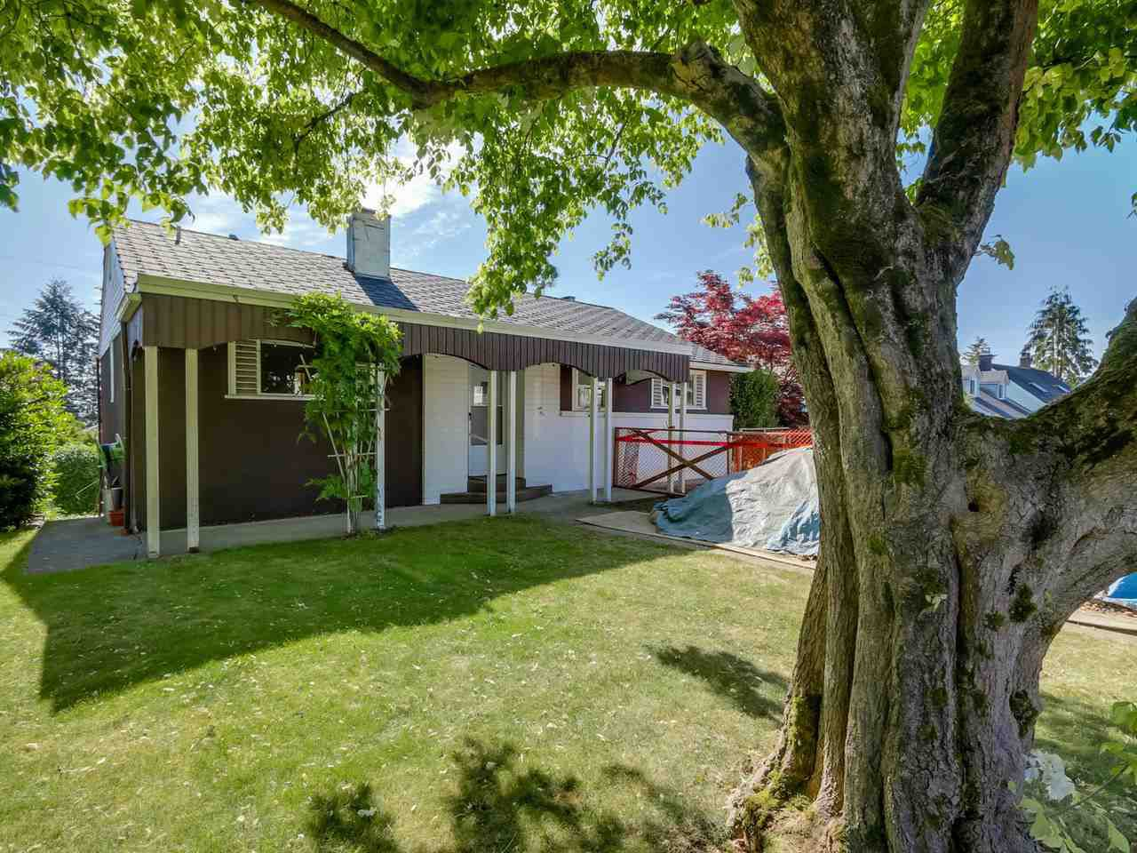 Main Photo: 824 CHESTNUT Street in New Westminster: The Heights NW House for sale : MLS®# R2068160