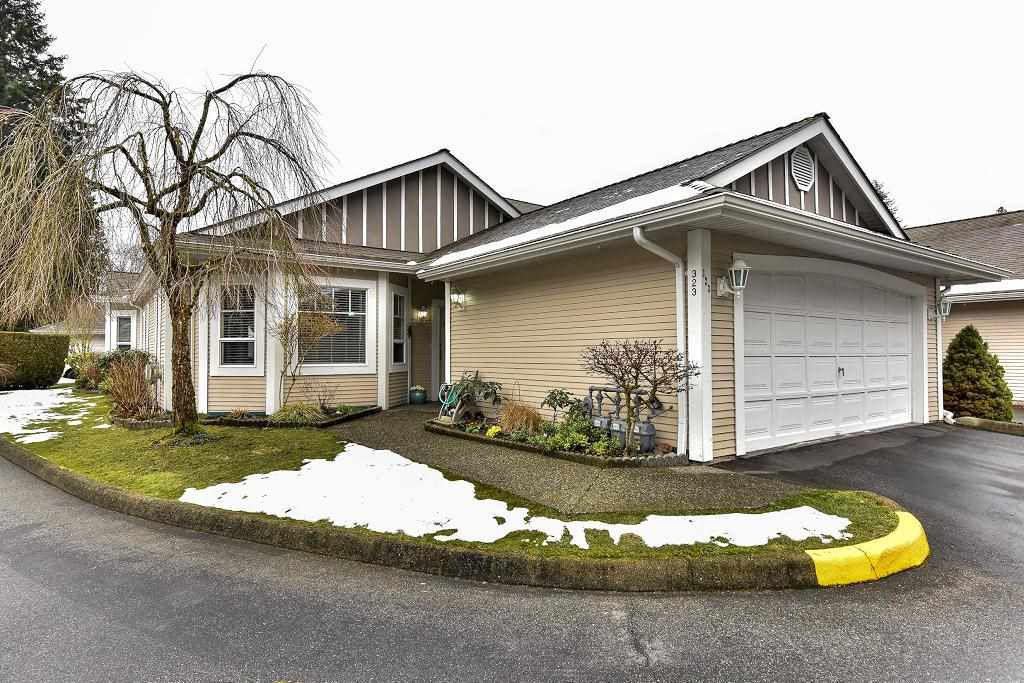 """Main Photo: 323 20655 88 Avenue in Langley: Walnut Grove Townhouse for sale in """"TWIN LAKES"""" : MLS®# R2144176"""