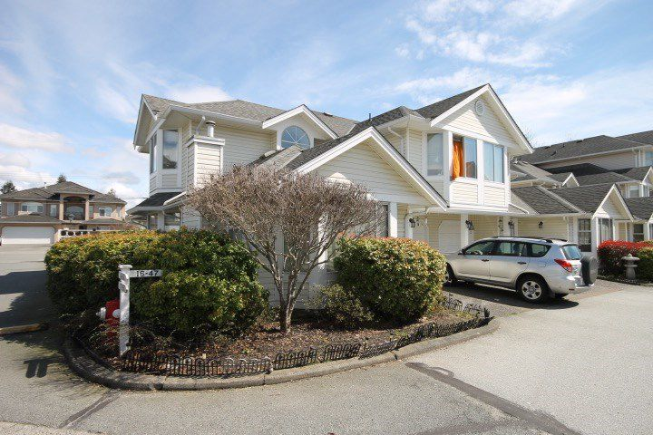 """Main Photo: 16 7955 122 Street in Surrey: West Newton Townhouse for sale in """"SCOTTDALE VILLAGE"""" : MLS®# R2155352"""