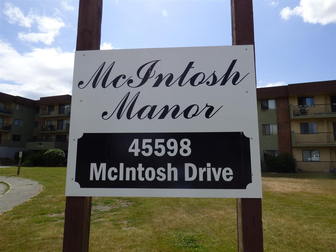 """Main Photo: 109 45598 MCINTOSH Drive in Chilliwack: Chilliwack W Young-Well Condo for sale in """"McIntosh Manor"""" : MLS®# R2188056"""