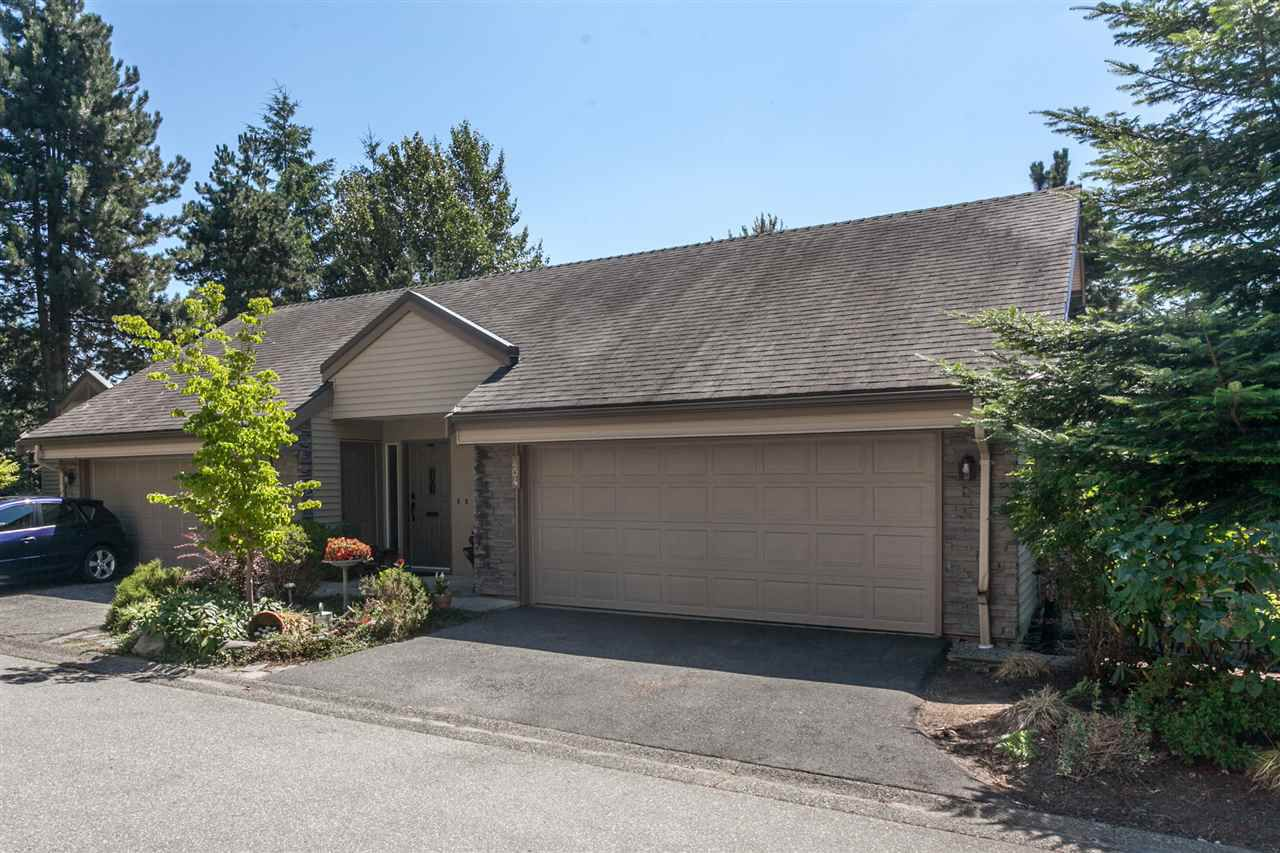 "Main Photo: 404 1215 LANSDOWNE Drive in Coquitlam: Upper Eagle Ridge Townhouse for sale in ""SUNRIDGE ESTATES"" : MLS®# R2193144"