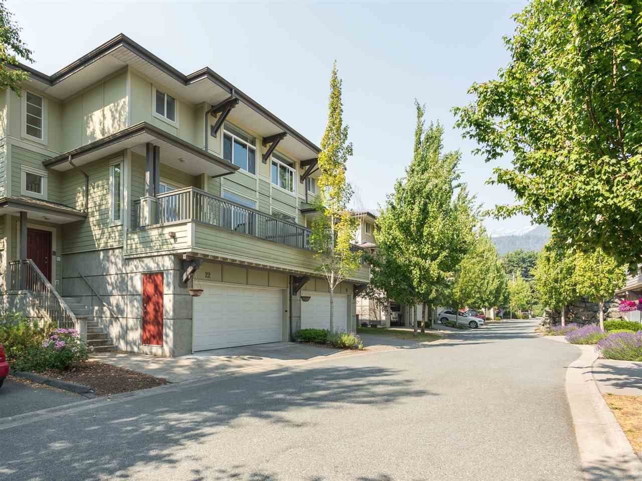 Main Photo: 22 40632 GOVERNMENT ROAD in Squamish: Brackendale Townhouse for sale : MLS®# R2189076