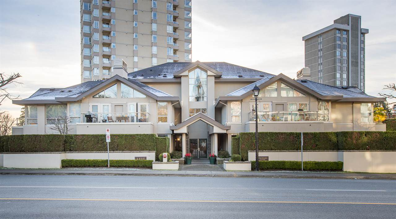 Main Photo: 101 2202 MARINE Drive in West Vancouver: Dundarave Condo for sale : MLS®# R2330039