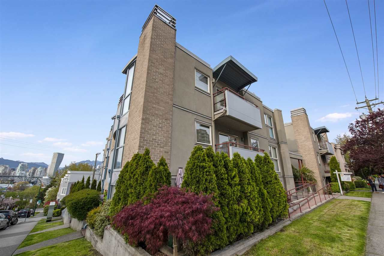 """Main Photo: 201 1195 W 8TH Avenue in Vancouver: Fairview VW Condo for sale in """"Alder Court"""" (Vancouver West)  : MLS®# R2377746"""