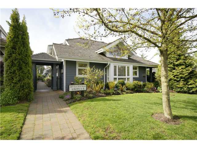 """Main Photo: 2 227 E 11TH Street in North Vancouver: Central Lonsdale Townhouse for sale in """"ST ANDREWS COURT"""" : MLS®# V889129"""