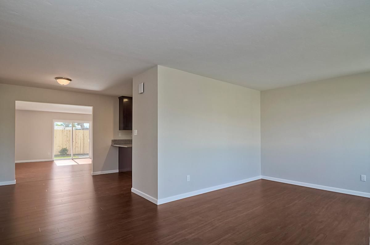 Photo 6: Photos: CLAIREMONT House for sale : 3 bedrooms : 4489 Bertha in San Diego