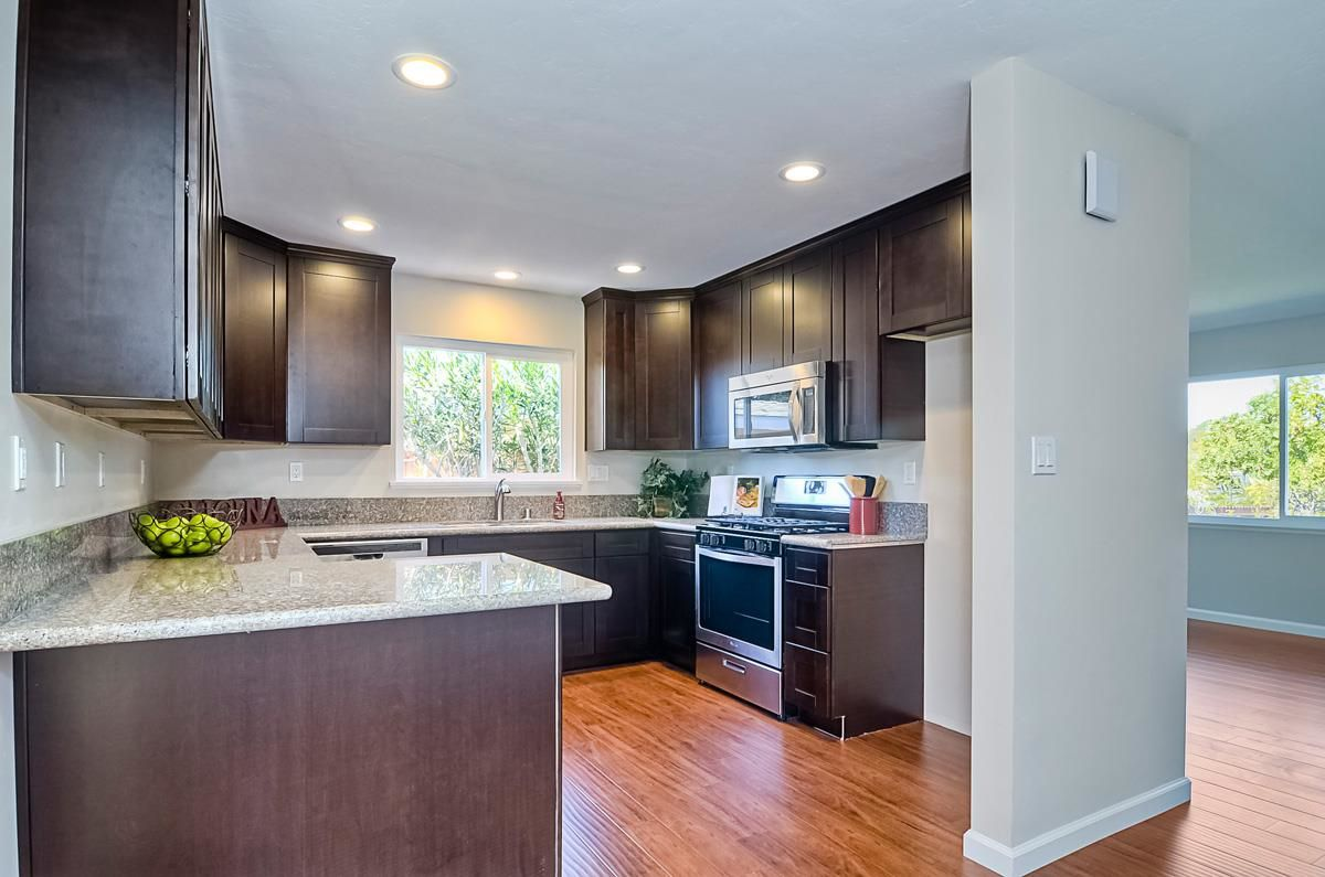 Photo 7: Photos: CLAIREMONT House for sale : 3 bedrooms : 4489 Bertha in San Diego
