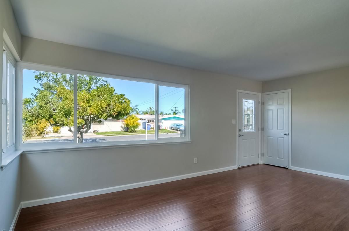 Photo 4: Photos: CLAIREMONT House for sale : 3 bedrooms : 4489 Bertha in San Diego