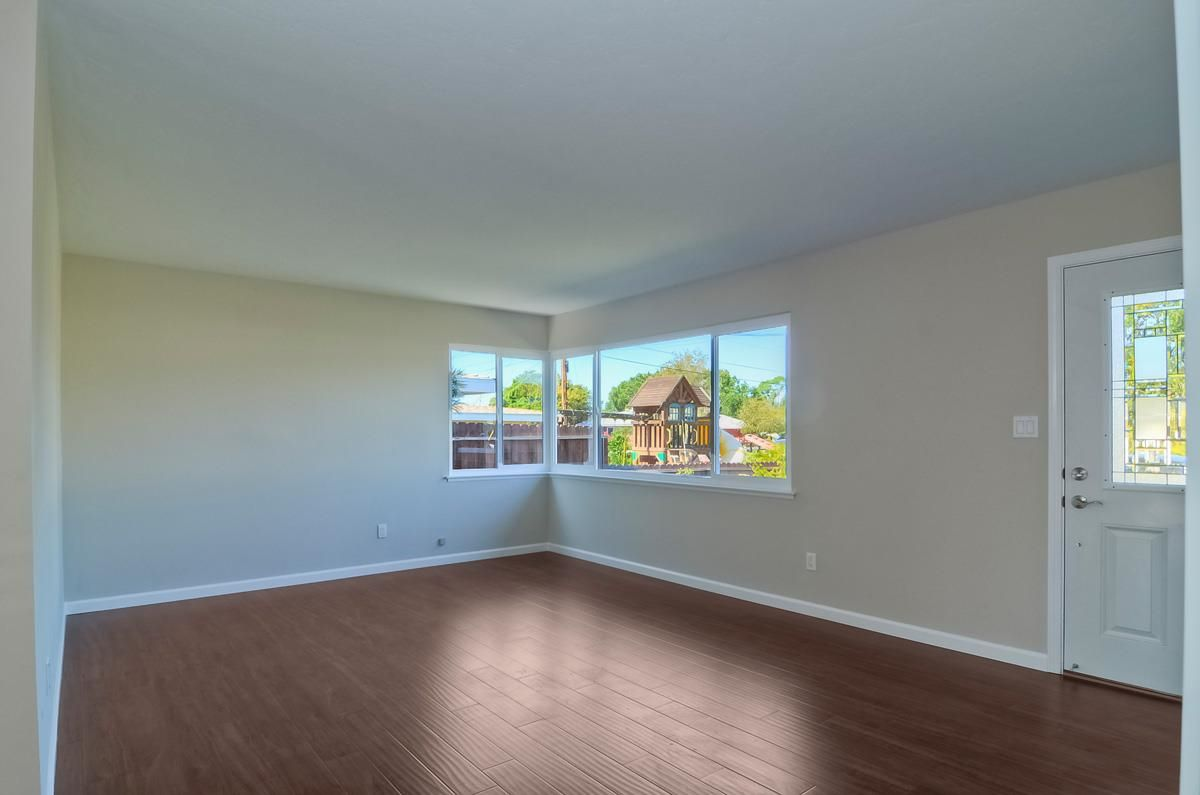 Photo 3: Photos: CLAIREMONT House for sale : 3 bedrooms : 4489 Bertha in San Diego