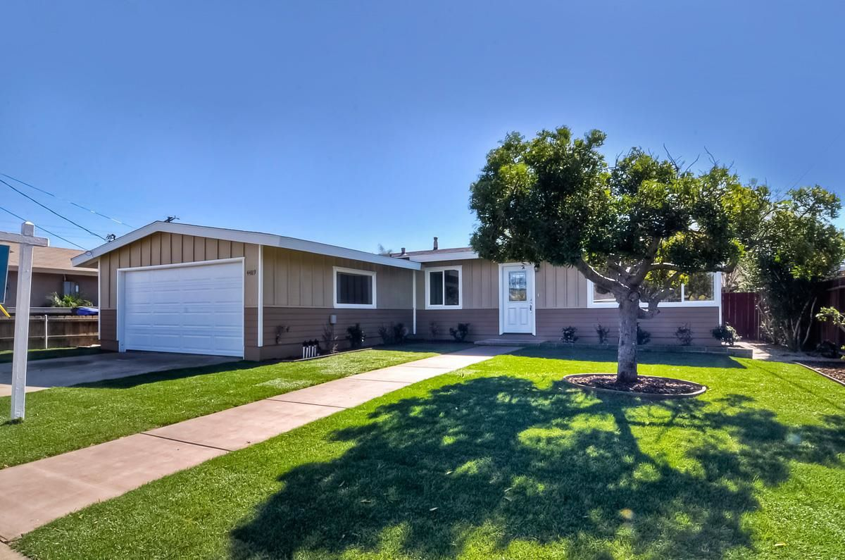 Photo 2: Photos: CLAIREMONT House for sale : 3 bedrooms : 4489 Bertha in San Diego