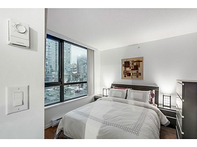 "Main Photo: 903 928 HOMER Street in Vancouver: Yaletown Condo for sale in ""YALETOWN PARK1"" (Vancouver West)  : MLS®# V1105059"